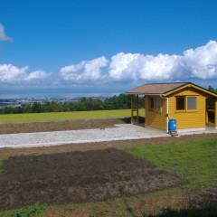 絶景の中 スローライフを愉しむ クラインガルデン風 ミニログキットハウス(富山県・滑川市)