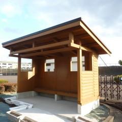 暖かみのあるログ壁でできた、コミュニティバス 待合所(岐阜県・各務原市)