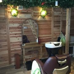 ナチュラル志向の素敵な美容室にできた特別な個室 癒しのログキットハウス(岐阜県・岐阜市)