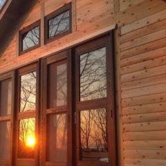 観光農園でゲストを迎える、素朴で温かみのあるログキットハウス(岩手県 野田村)