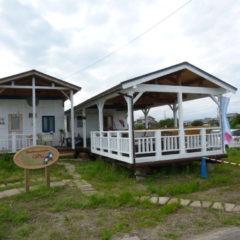 ブルーベリー農園のシンボル 白いログハウス管理棟と販売所+休憩所 (岐阜県 海津市)