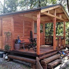 林の中に存在する4坪のヴィンテージ風ログハウス!