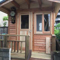 アンティーク時計が似合う隠れ家的ログキットハウス