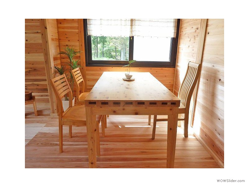 親和木材製「中空木材ダイニングテーブル」